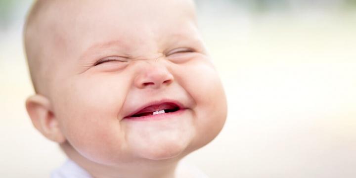 笑顔は好感度を上げる心理作用がある